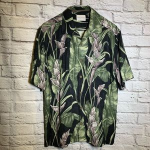 Tommy Bahama medium silk leaf pattern button shirt